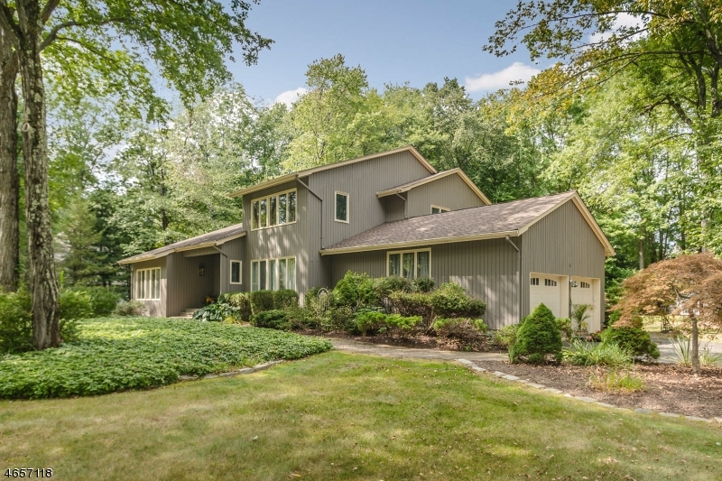 Maison unifamiliale pour l Vente à 6 Puddingstone Lane Millington, New Jersey 07946 États-Unis