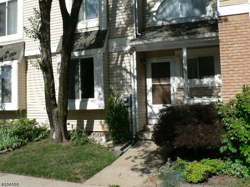 Частный односемейный дом для того Аренда на 168 Hollow Oak Court Hillsborough, Нью-Джерси 08844 Соединенные Штаты