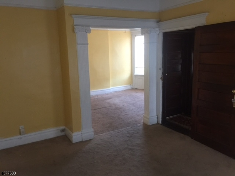 Additional photo for property listing at 396 Berwick Street  Orange, New Jersey 07050 États-Unis