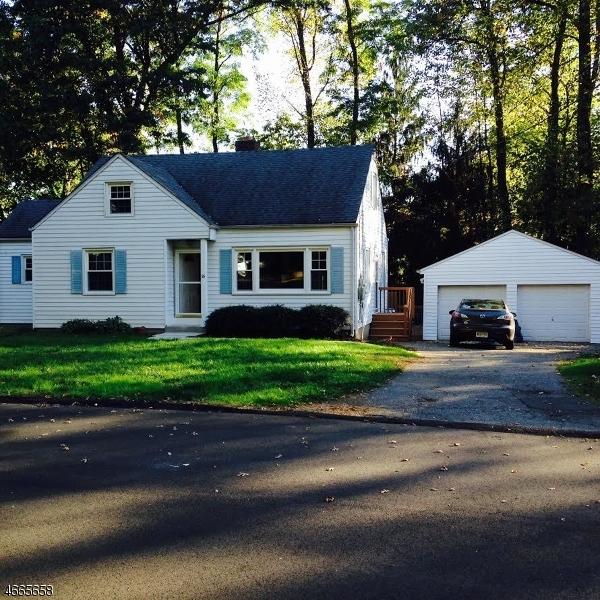 Maison unifamiliale pour l Vente à 16 Eldridge Road Mount Tabor, New Jersey 07878 États-Unis