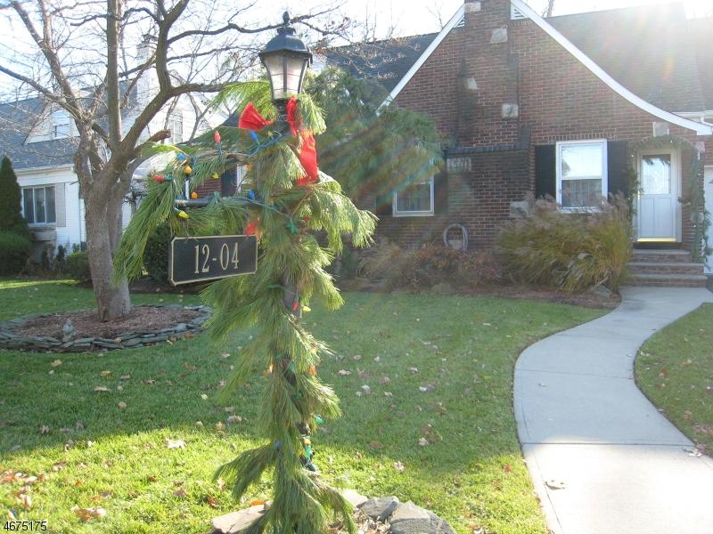 独户住宅 为 销售 在 12-04 MORLOT Avenue 费尔劳恩, 07410 美国