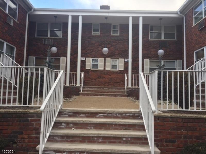 Maison unifamiliale pour l à louer à 203-10 N BEVERWYCK Road Lake Hiawatha, New Jersey 07034 États-Unis
