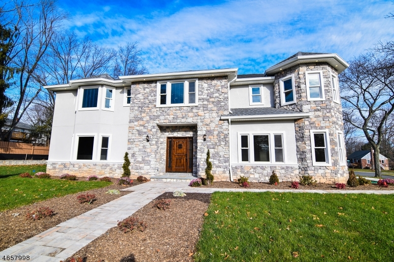 Single Family Home for Sale at 373 Harrison Street Paramus, New Jersey 07652 United States
