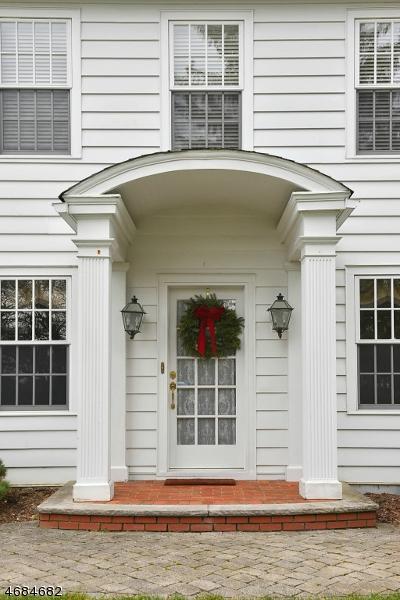 Частный односемейный дом для того Продажа на 451 Sicomac Avenue Wyckoff, 07481 Соединенные Штаты