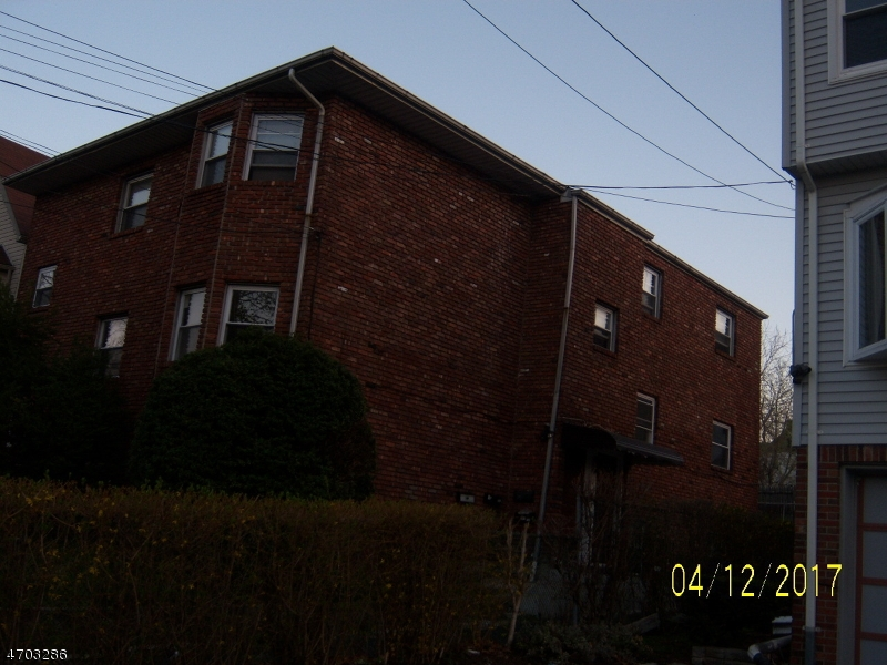 Многосемейный дом для того Продажа на 440 Lakeside Avenue Orange, Нью-Джерси 07050 Соединенные Штаты