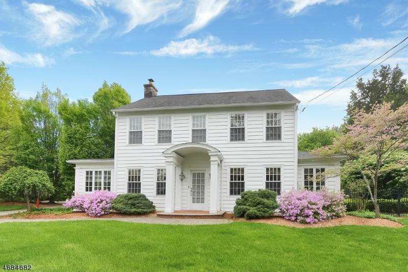 Частный односемейный дом для того Продажа на 451 Sicomac Avenue Wyckoff, Нью-Джерси 07481 Соединенные Штаты