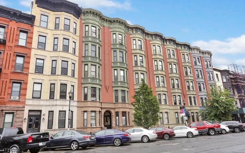 Частный односемейный дом для того Продажа на 813 Washington Street Hoboken, Нью-Джерси 07030 Соединенные Штаты