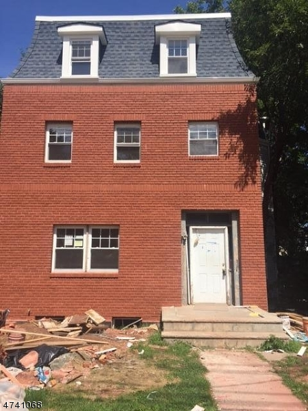 Maison avec plusieurs logements pour l Vente à 763 W Grand Avenue Rahway, New Jersey 07065 États-Unis