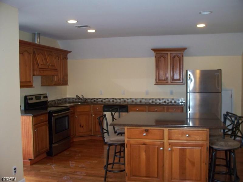 Casa Unifamiliar por un Alquiler en 15 Upper Mountain Avenue Rockaway, Nueva Jersey 07866 Estados Unidos