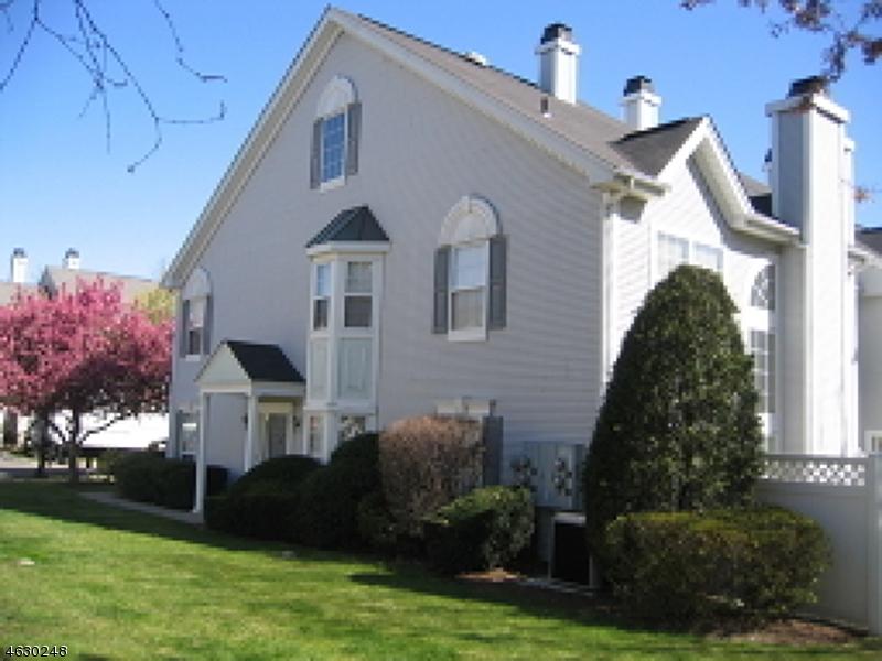 Частный односемейный дом для того Аренда на 33 Heritage Court Montville, Нью-Джерси 07082 Соединенные Штаты
