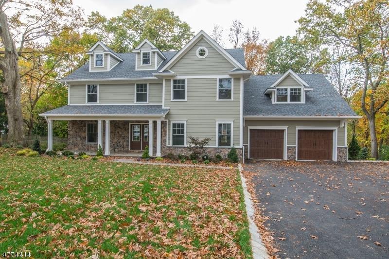 Enfamiljshus för Försäljning vid 21 Maple Street Chatham, New Jersey 07928 Usa