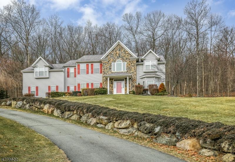 Maison unifamiliale pour l Vente à 13 Ascot Lane 13 Ascot Lane Byram Township, New Jersey 07871 États-Unis