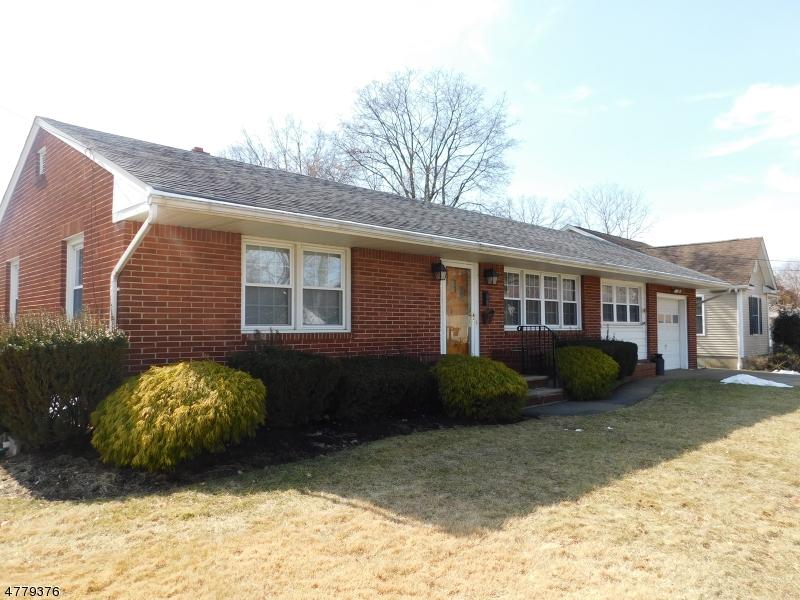 Частный односемейный дом для того Продажа на 211 Lucia Street 211 Lucia Street Middlesex, Нью-Джерси 08846 Соединенные Штаты