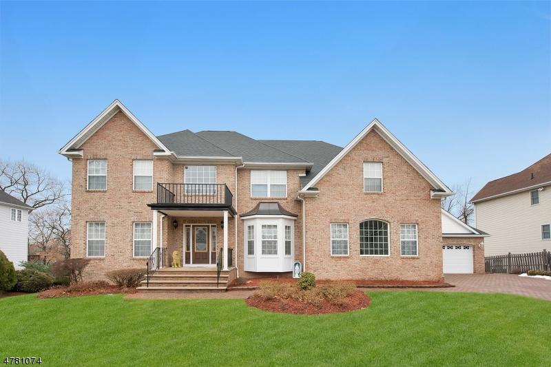 Einfamilienhaus für Verkauf beim 82 Patrick Avenue Emerson, New Jersey 07630 Vereinigte Staaten