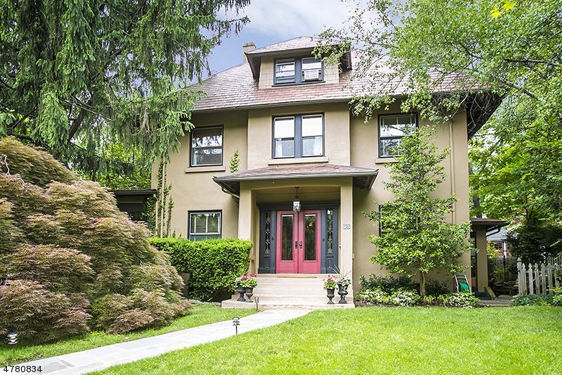Maison unifamiliale pour l Vente à 95 Maplewood Avenue Maplewood, New Jersey 07040 États-Unis