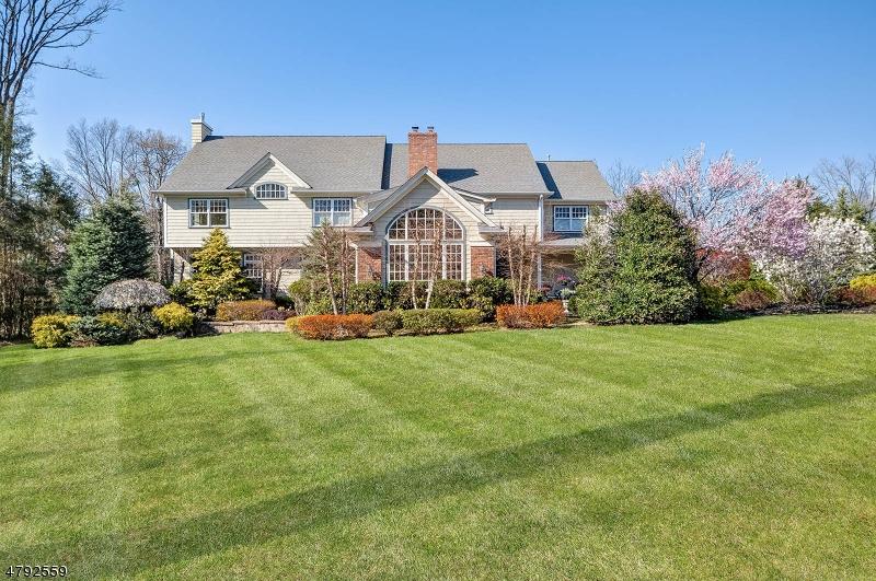 Maison unifamiliale pour l Vente à 17 Heller Drive Montclair, New Jersey 07043 États-Unis