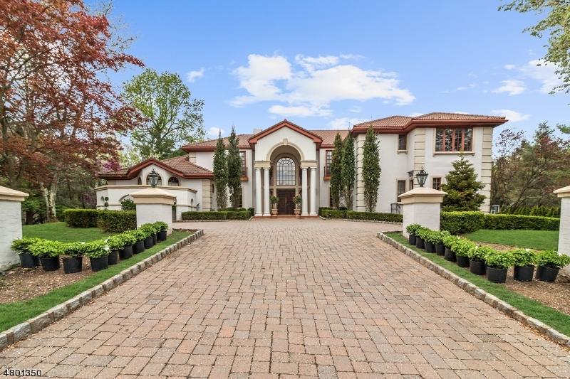 Maison unifamiliale pour l Vente à 22 Mountain Ridge Drive Livingston, New Jersey 07039 États-Unis