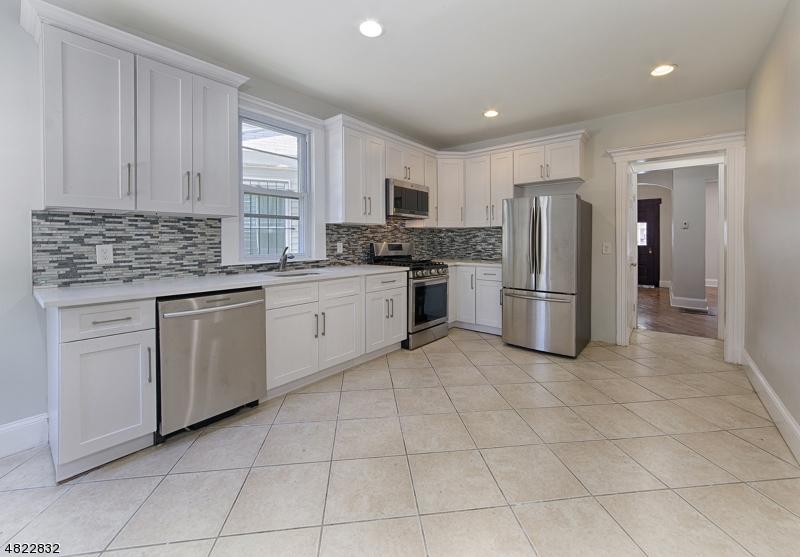 独户住宅 为 销售 在 25 N 16TH Street East Orange, 新泽西州 07017 美国