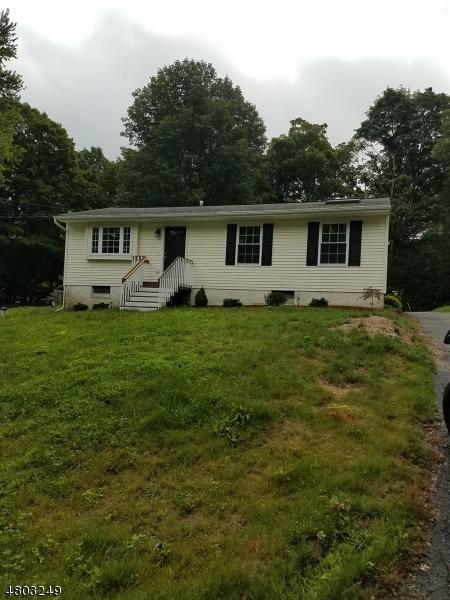 Maison unifamiliale pour l Vente à 11 Irving Place Andover, New Jersey 07860 États-Unis