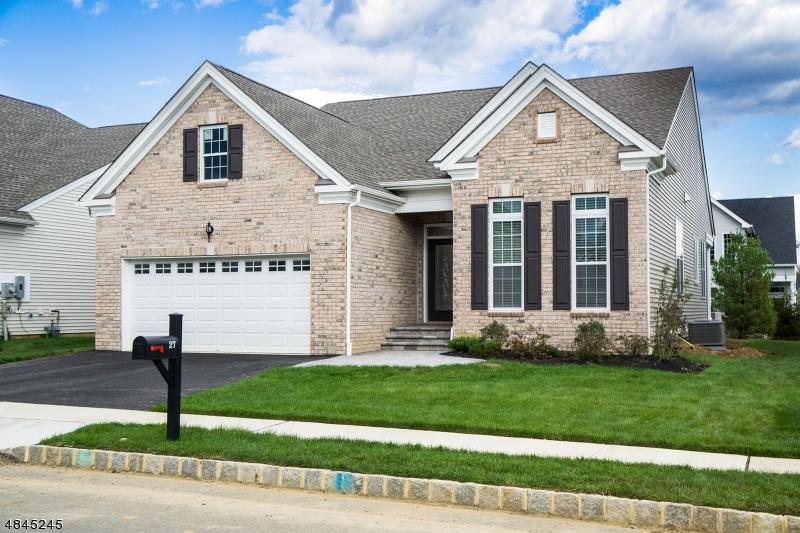 Maison unifamiliale pour l Vente à 27 GORDON WAY Mount Olive, New Jersey 07836 États-Unis