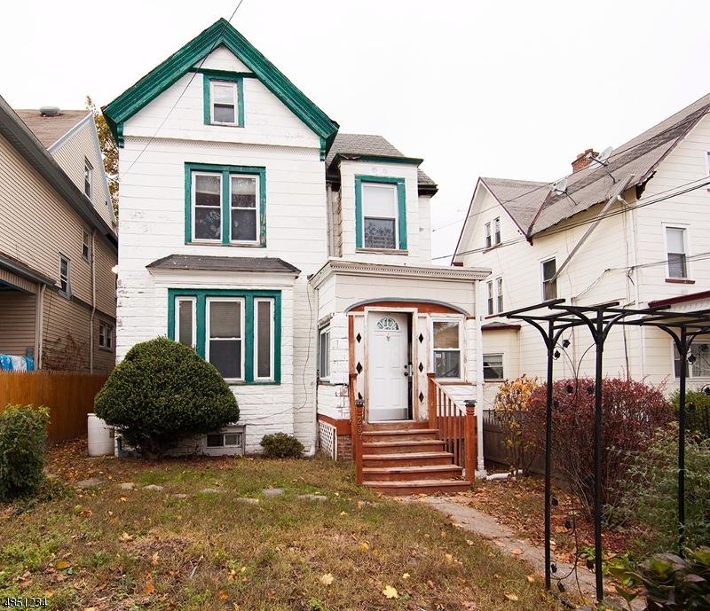Maison unifamiliale pour l Vente à 237 CLEVELAND Street Orange, New Jersey 07050 États-Unis