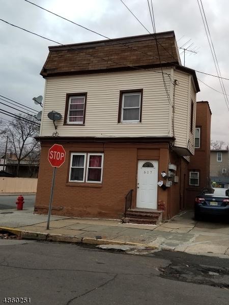 Maison avec plusieurs logements pour l Vente à 527 CARY Street Orange, New Jersey 07050 États-Unis