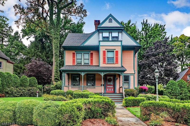 Villa per Vendita alle ore 11 Pittsfield Street Cranford, New Jersey 07016 Stati Uniti