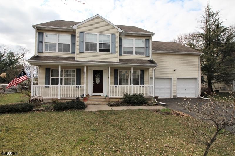 Maison unifamiliale pour l Vente à 17 FRELINGHUYSEN Street Belvidere, New Jersey 07823 États-Unis