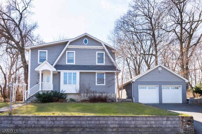 Single Family Homes для того Продажа на 31 OAK Avenue Midland Park, Нью-Джерси 07432 Соединенные Штаты