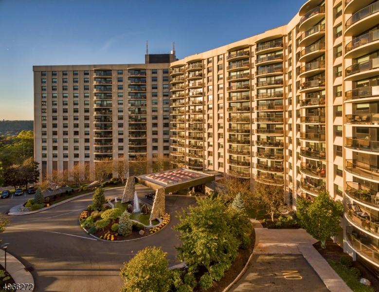Condo / Townhouse için Satış at Address Not Available Verona, New Jersey 07044 Amerika Birleşik Devletleri