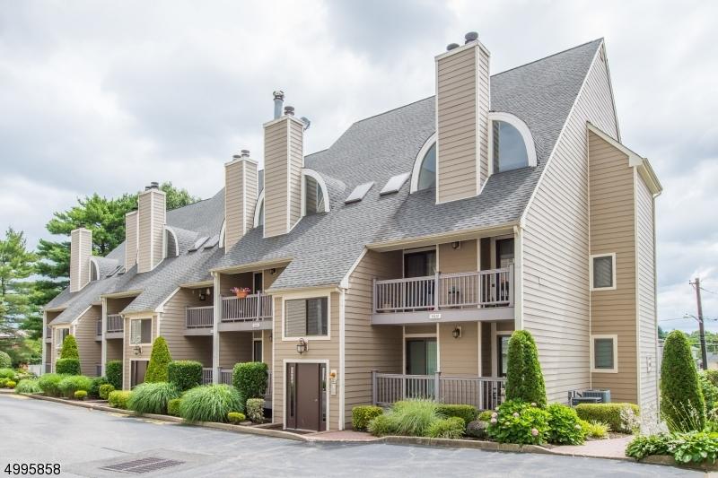 公寓 / 聯排別墅 為 出售 在 East Rutherford, 新澤西州 07073 美國