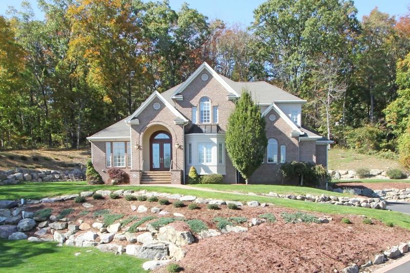 独户住宅 为 销售 在 11 Brookstone Drive Boonton, 新泽西州 07005 美国