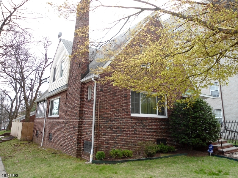 Additional photo for property listing at 384 S Harrison Street  East Orange, New Jersey 07018 États-Unis