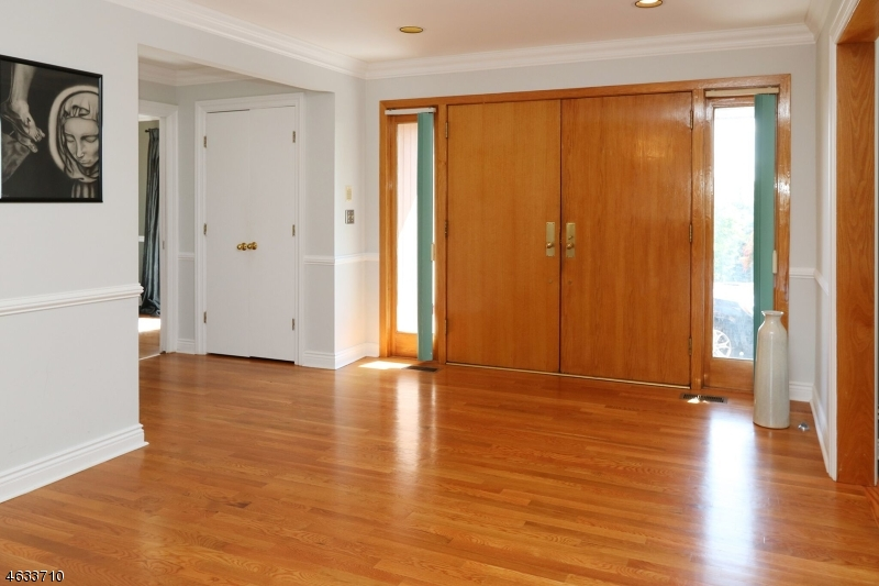 Additional photo for property listing at 12 SUZANNE Court  Cedar Grove, New Jersey 07009 United States