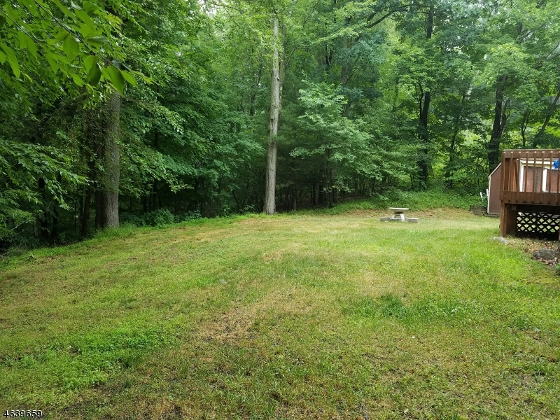 Additional photo for property listing at 23 Lookover Drive  Hewitt, New Jersey 07421 États-Unis