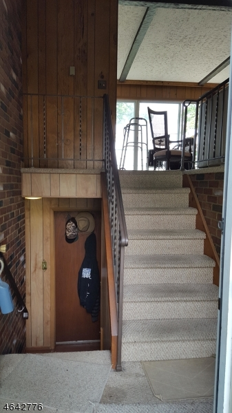 Additional photo for property listing at 213 Dupont Avenue  Hopatcong, New Jersey 07843 États-Unis