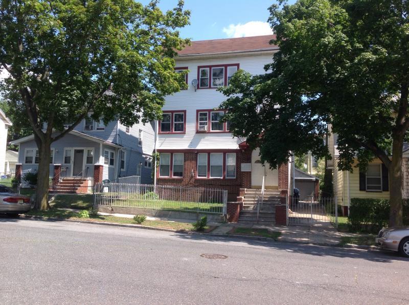 独户住宅 为 出租 在 167-169 Vassar Avenue 纽瓦克市, 新泽西州 07112 美国
