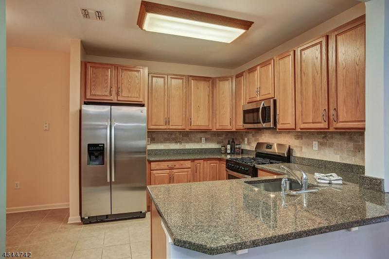 Additional photo for property listing at 7206 Ravenscroft Road  Clifton, Нью-Джерси 07013 Соединенные Штаты