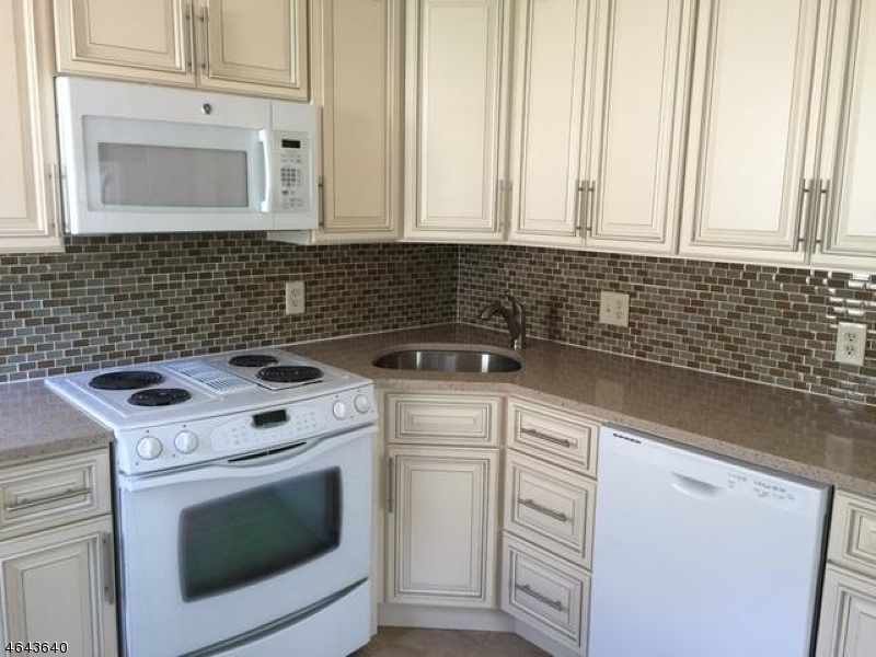 Additional photo for property listing at 19 Murray Hill Sq  New Providence, Нью-Джерси 07974 Соединенные Штаты