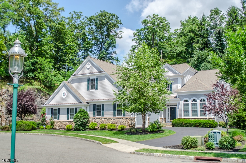Casa Unifamiliar por un Venta en 56 TILLOU RD W South Orange, Nueva Jersey 07079 Estados Unidos