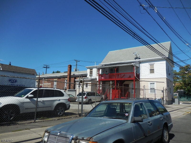 Additional photo for property listing at 266-272 E 16TH Street  Paterson, Нью-Джерси 07501 Соединенные Штаты
