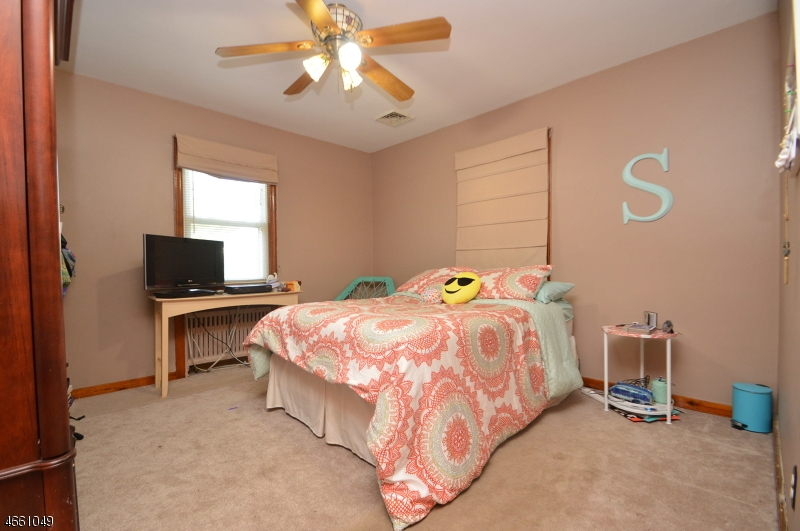 Additional photo for property listing at 33 Lakeview Avenue  Watchung, New Jersey 07069 États-Unis