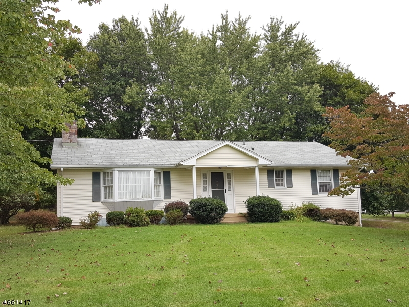 Частный односемейный дом для того Продажа на 226 Summer Road Neshanic Station, 08853 Соединенные Штаты