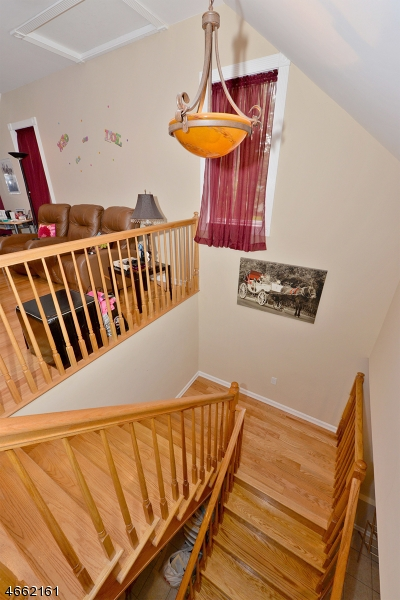 Additional photo for property listing at 1 Pearl Brook Drive  Clifton, Nueva Jersey 07013 Estados Unidos