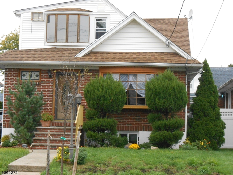 Частный односемейный дом для того Аренда на 12-11 BERDAN AVE 1X Fair Lawn, 07410 Соединенные Штаты
