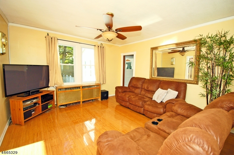 Additional photo for property listing at 245 WILLOW AVE EXT  Plainfield, New Jersey 07060 United States