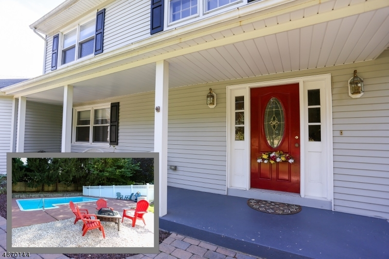 Maison unifamiliale pour l Vente à 379 OAK HILL Road Red Bank, New Jersey 07701 États-Unis