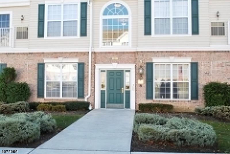 Частный односемейный дом для того Аренда на 387 Shannon Court Phillipsburg, Нью-Джерси 08865 Соединенные Штаты