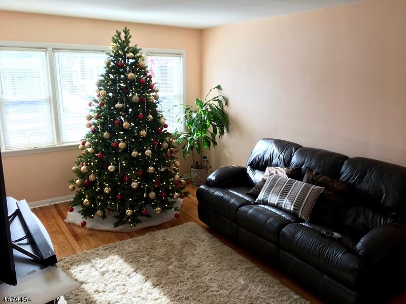 Maison unifamiliale pour l à louer à 235 DERMODY Street Roselle, New Jersey 07203 États-Unis