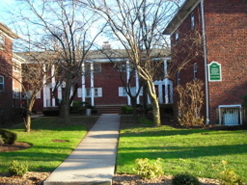 Casa Unifamiliar por un Alquiler en 640 Franklin Ave, J-1 Franklin Lakes, Nueva Jersey 07417 Estados Unidos